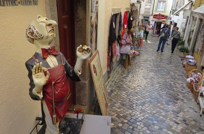 Una de las calles comerciales y con mucho encanto de Sintra