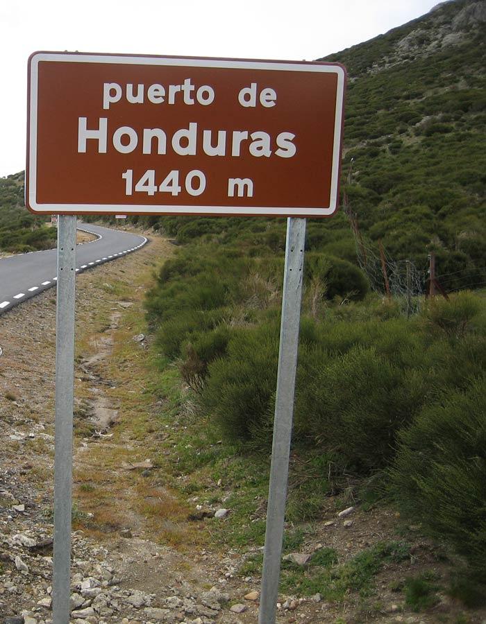 Cartel informativo del puerto de Honduras en la carretera
