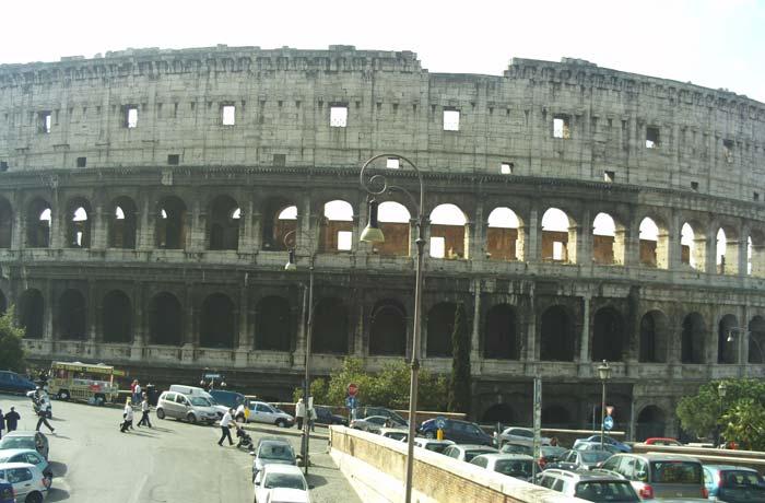 Exterior del Coliseo de Roma en tres días