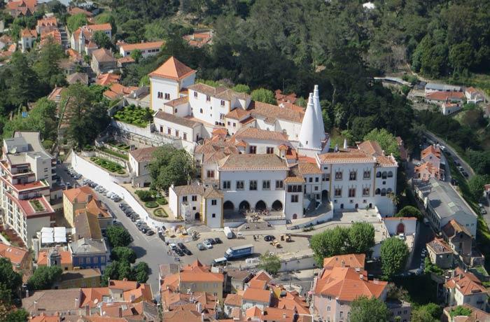 Palacio Nacional de Sintra desde el Castelo dos Mouros