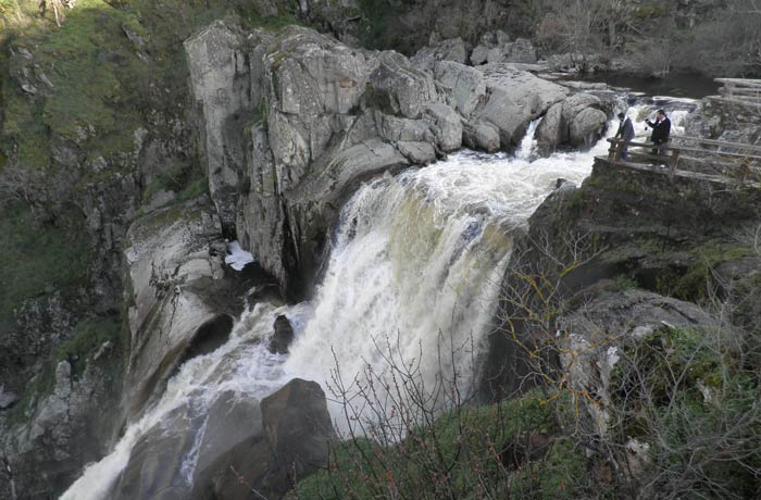 Panorámica del Pozo de los Humos en Masueco en un momento sin gran caudal de agua