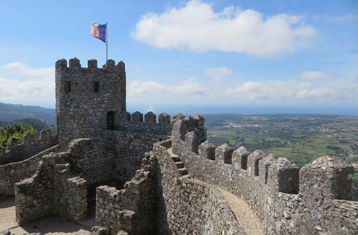 Una de las torres del Castelo dos Mouros qué ver en Sintra
