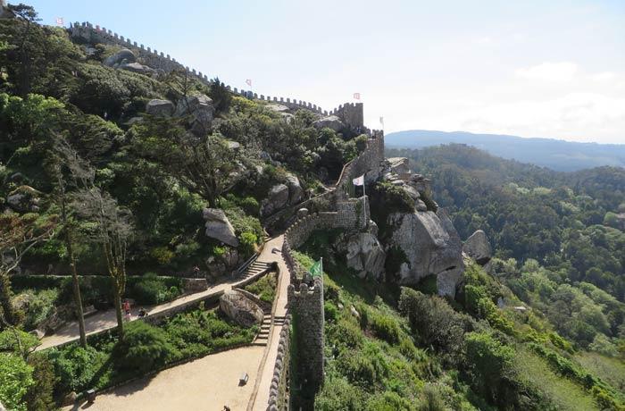 Torres y escaleras que las unen en el Castelo dos Mouros qué ver en Sintra
