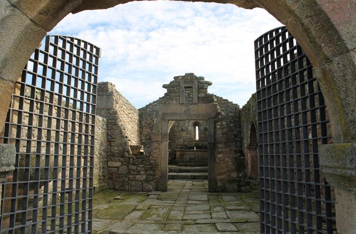 Interior de la iglesia de Nuestra Señora del Castillo Castelo Mendo
