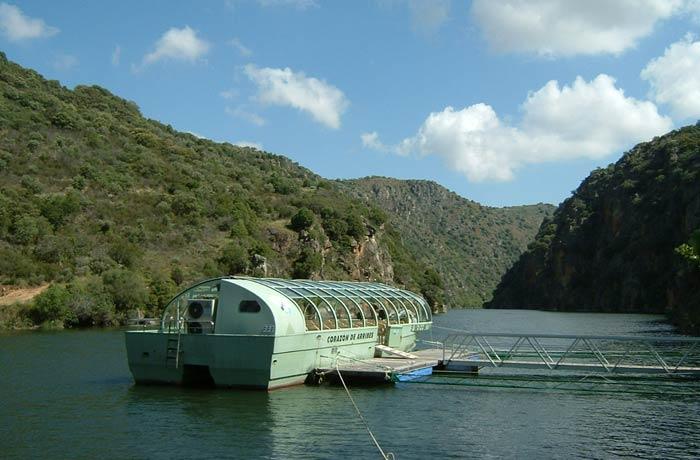 """Barco """"Corazón de las Arribes"""" que sale desde Aldeadávila de la Ribera mejores paseos en barco de Europa"""