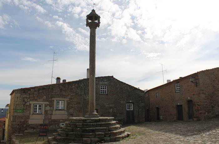 Plaza del Pelourinho de Castelo Mendo