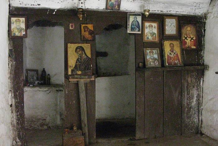 Iconos ortodoxos en la ermita de San Nicolás Garganta de Samaria