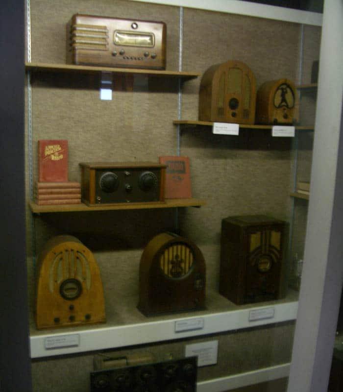 Exposición de radios antiguas visitar el Queen Mary