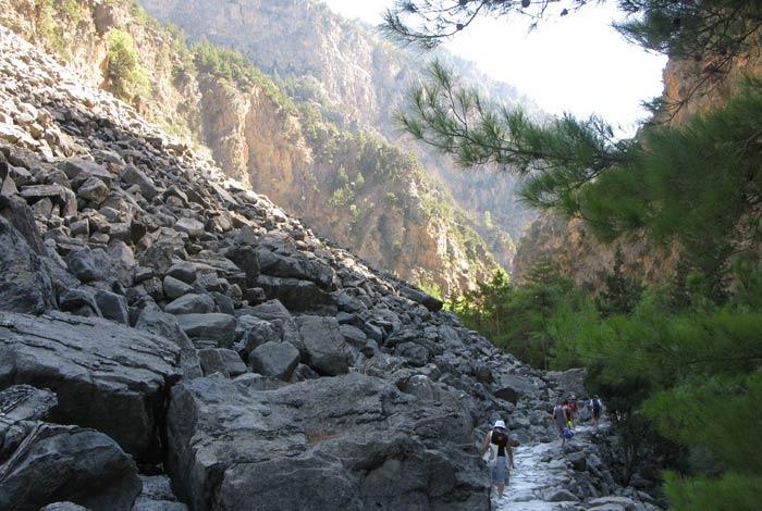 El paisaje pedregoso acompaña al caminante en casi todo el recorrido Garganta de Samaria