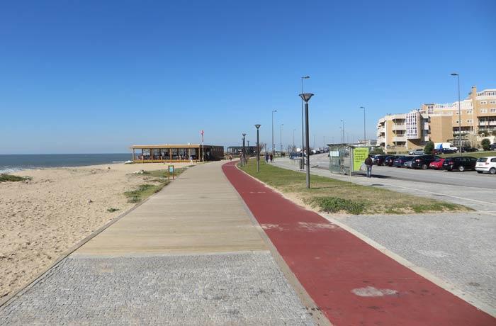 Pasarela y carril bici llegando a Vila Nova de Gaia