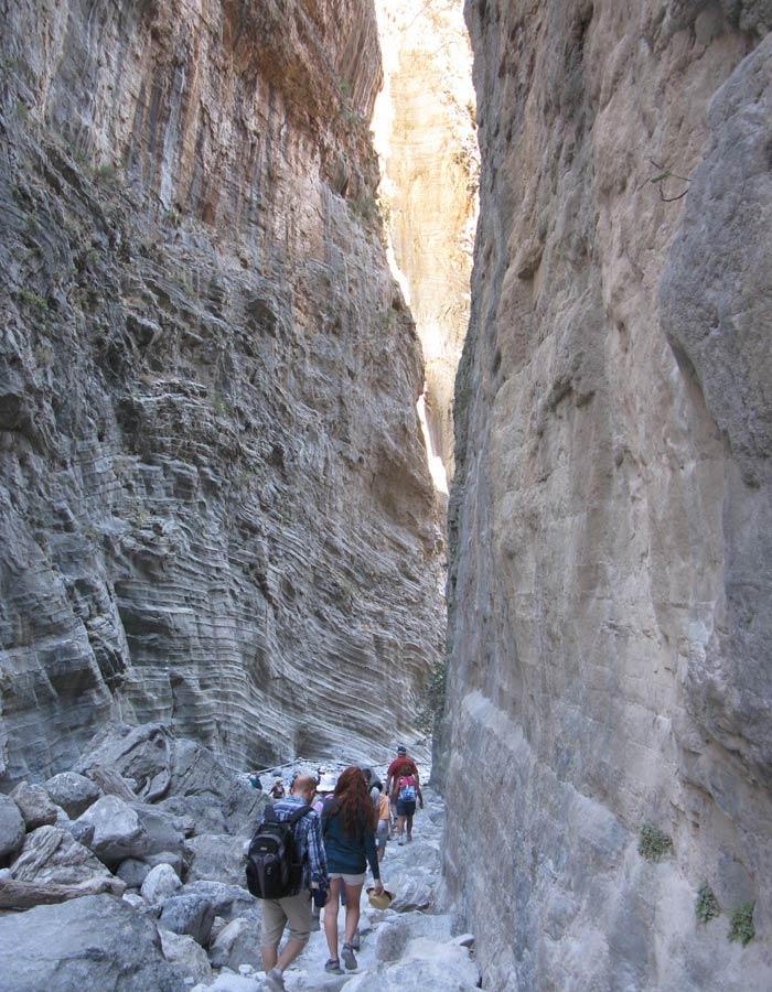 Camino de las Puertas de Hierro, el punto más estrecho de la Garganta de Samaria