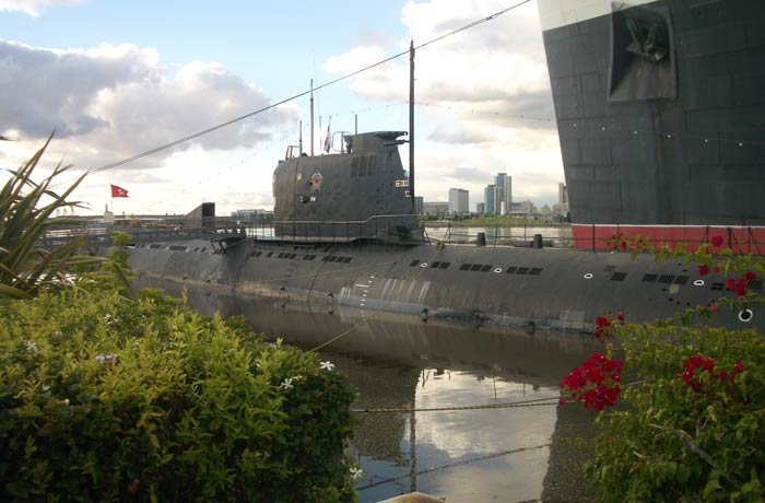 Submarino Scorpion visitar el Queen Mary
