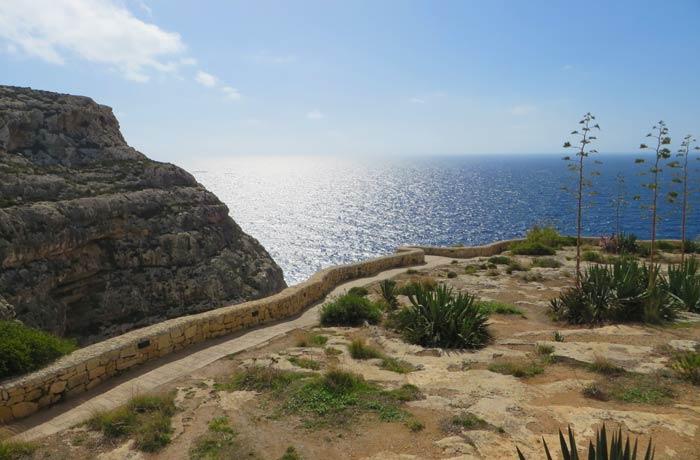 Mirador junto a la carretera desde el que se observa la Gruta Azul Malta
