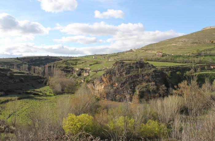 Valle del río Caslilla en la parte final de la ruta Senda de los dos Ríos