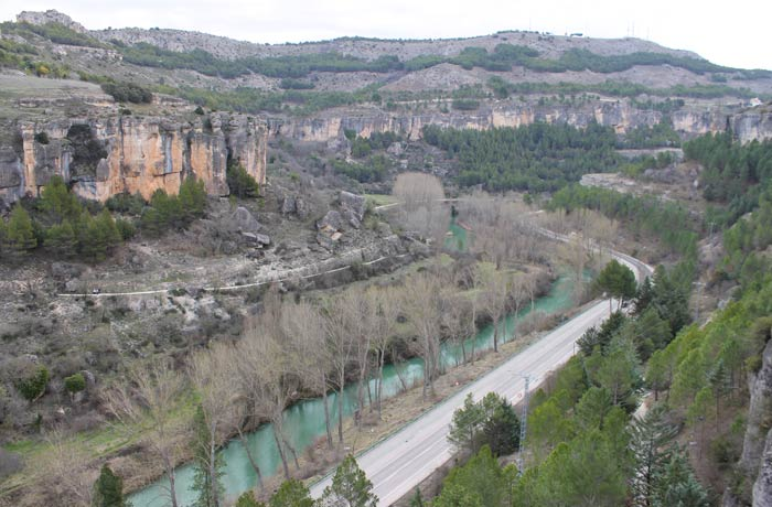 """Descenso hacía el río Júcar tras pasar por la ermita de San Julián """"El Tranquilo"""""""