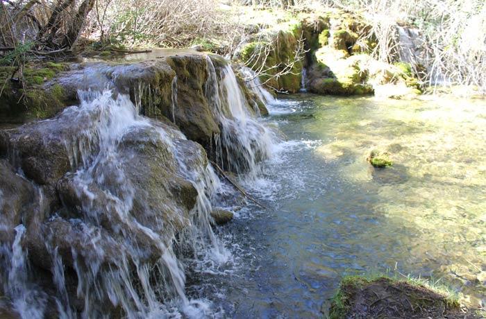Los desniveles en el inicio del río Cuervo dan lugar a bellas imágenes