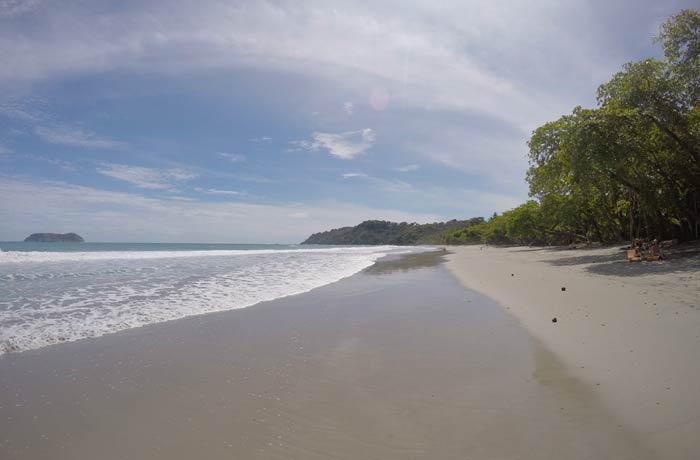 Vertiente norte de la playa Espadilla Playas de Manuel Antonio