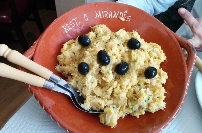 Bacalao a brás del restaurante O Mirandes comer en Miranda do Douro
