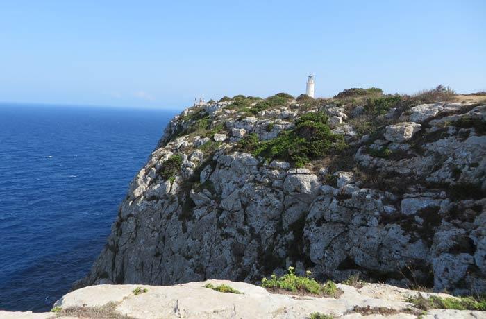 Acantilado y faro de La Mola que ver en Formentera