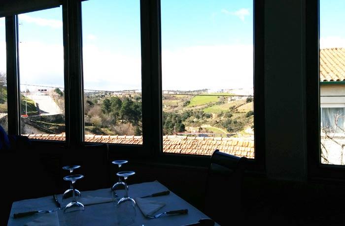 Interior del restaurante O Mirandes comer en Miranda do Douro