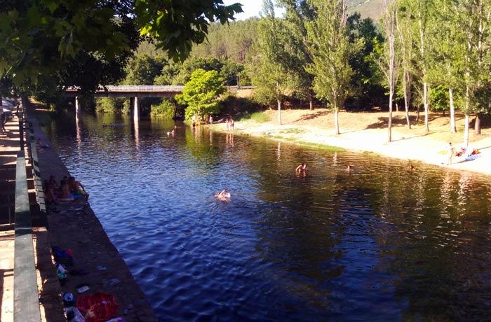 Vista de la piscina natural de Riomalo de Abajo