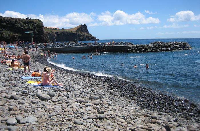 Playa de guijarros de los Reyes Magos en Caniço Una semana en Madeira