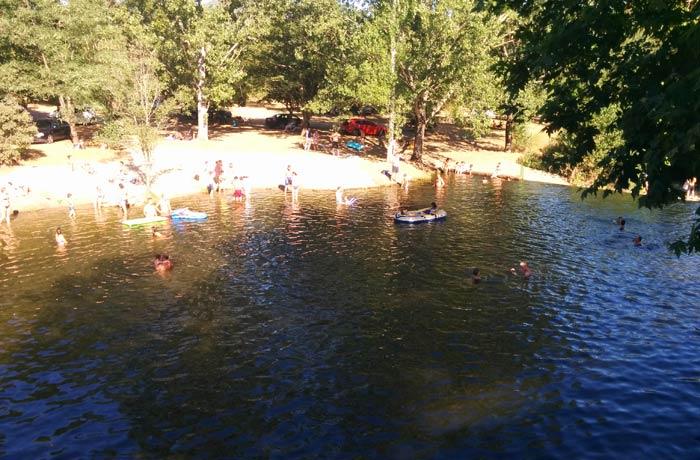 Otra vista de la piscina natural de Riomalo de Abajo