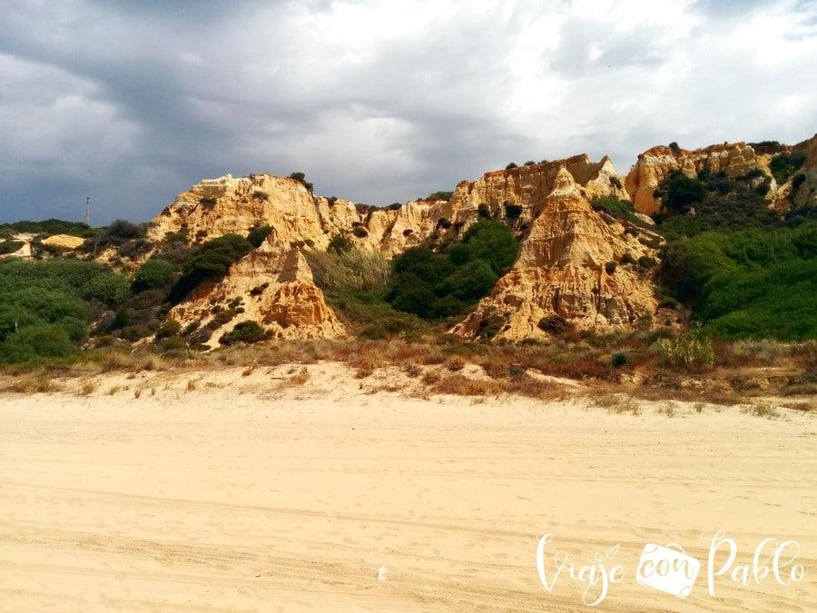 Acantilado del Asperillo en la playa del Parador
