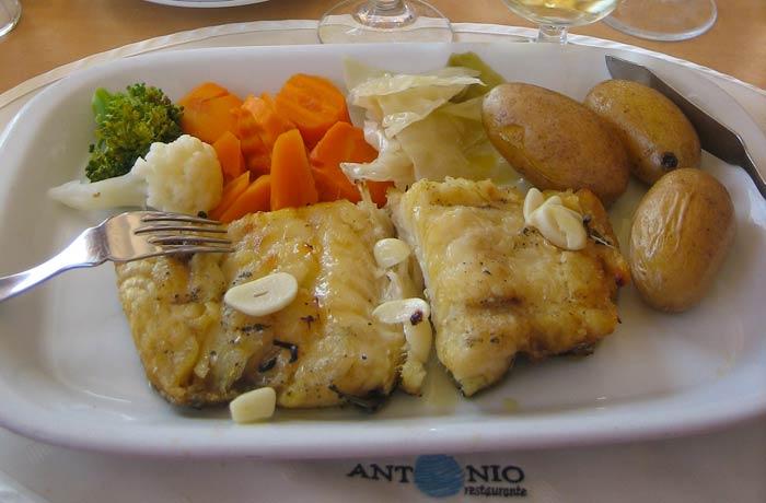 Bacalao asado del restaurante O Antonio comer en el Algarve