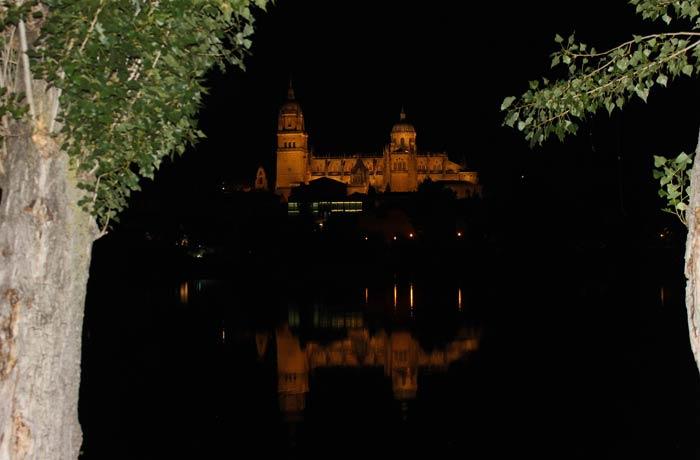 La Catedral, vista desde el otro lado del río Tormes vistas de Salamanca