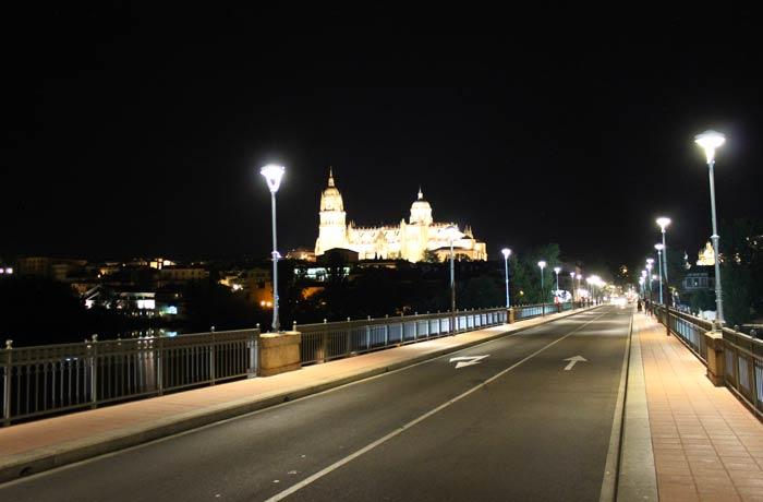 Caminando por el puente Enrique Estevan vistas de Salamanca