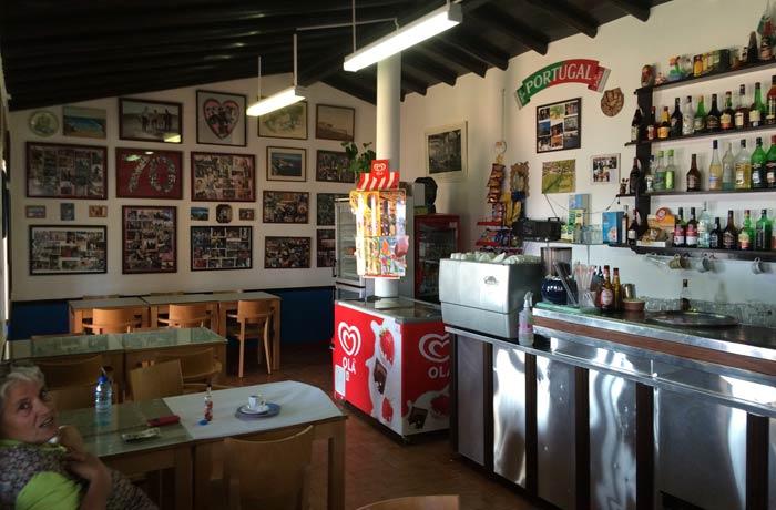 Interior del restaurante do Sebastiao comer en el Algarve