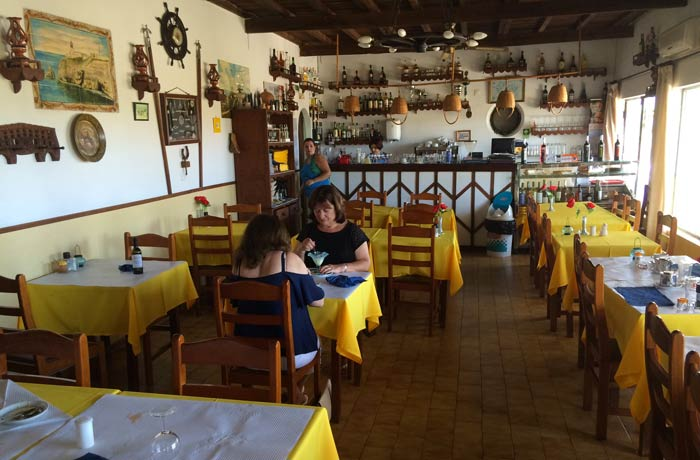 Interior del restaurante Marigil comer en el Algarve