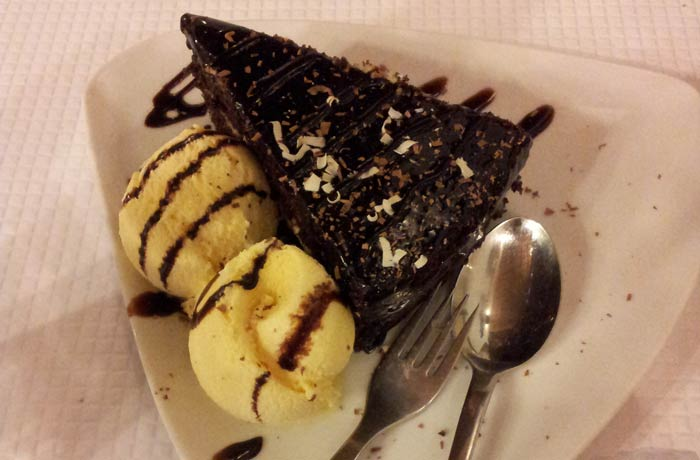 Tarta de chocolate del restaurante Marigil comer en el Algarve