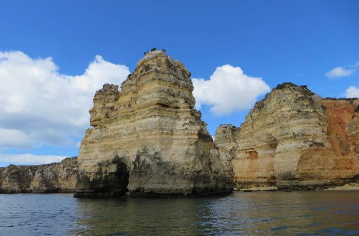 """Roca bautizada como la """"Catedral"""" grutas de Lagos"""