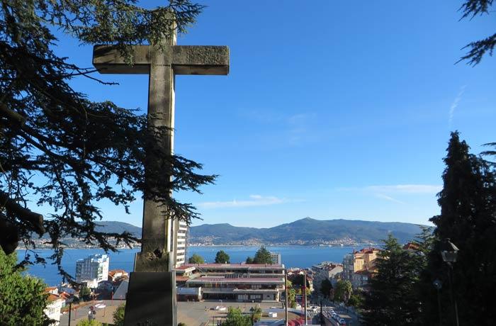 Cruz del Castro y la ría de Vigo al comienzo del Monte