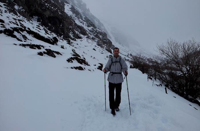 Pablo, en la nieve al inicio de la ruta del Lago del Valle