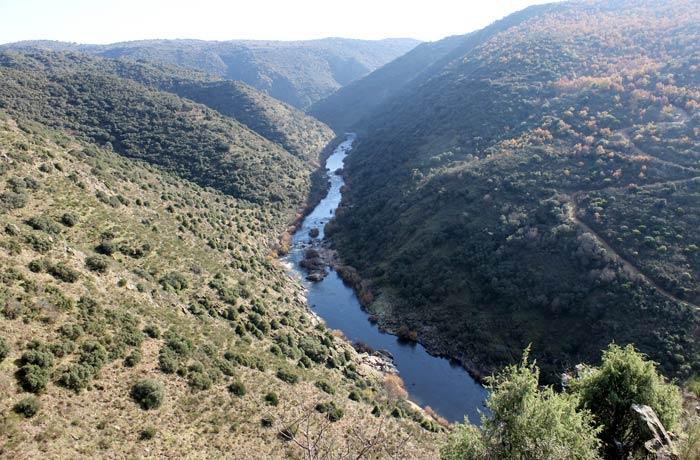 Espectacular vista de las Arribes del Águeda desde uno de los miradores naturales de Ahigal de los Aceiteros