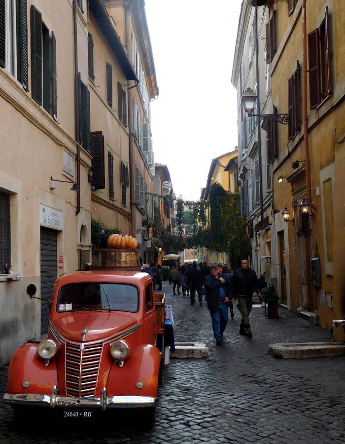 Una de las callejuelas donde se aprecia la esencia de Trastévere qué ver en Trastévere