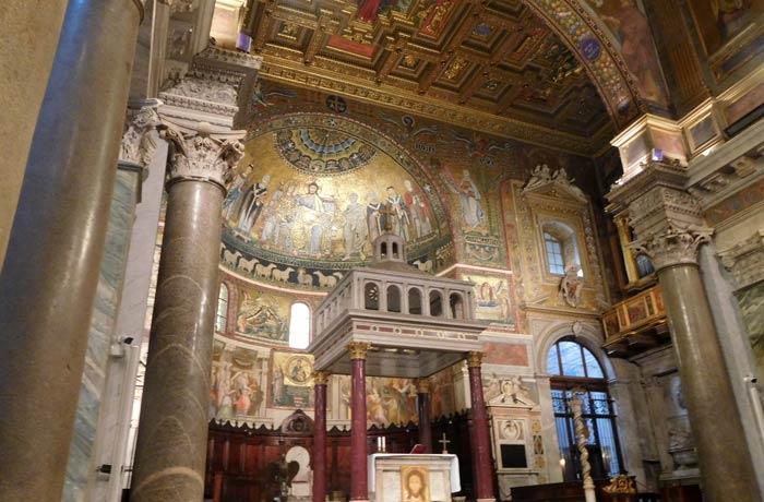Interior de la iglesia de Santa María in Trastévere qué ver en Trastévere