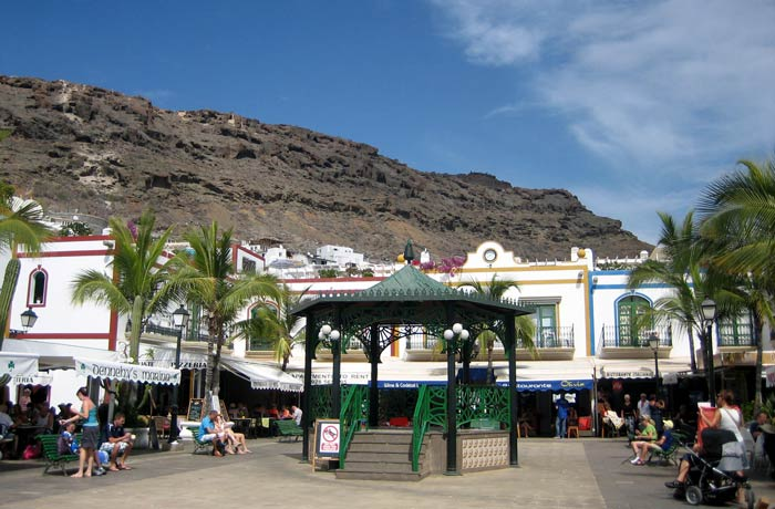 Templete en la plaza de Mogán qué ver en Gran Canaria