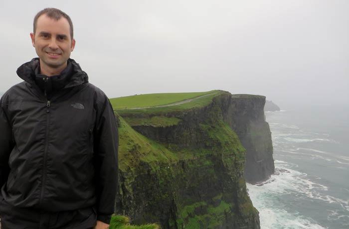 Pablo en los acantilados de Moher una semana en Irlanda
