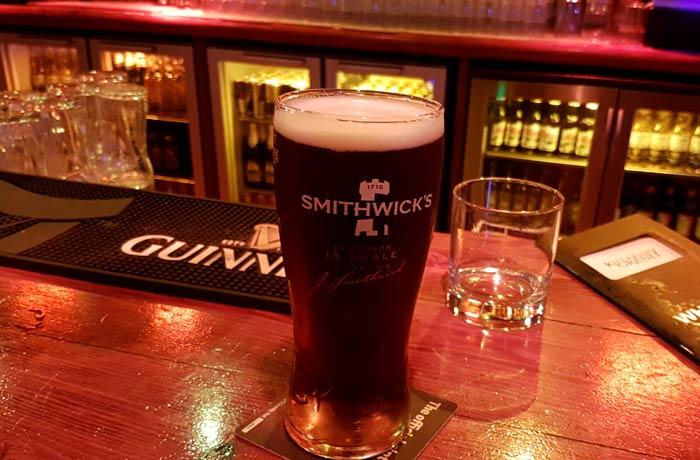 Una pinta de cerveza Smithwick's una semana en Irlanda
