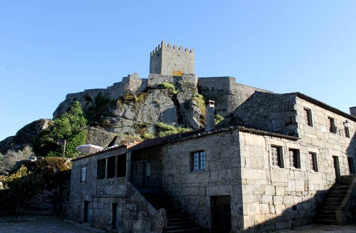 Casa número 1 y el castillo Sortelha Portugal