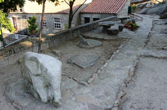 """Elefante que recuerda a la obra """"El viaje del elefante"""" de Saramago Sortelha Portugal"""