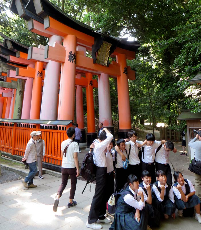 Escolares japoneses en Inari curiosidades de Japón