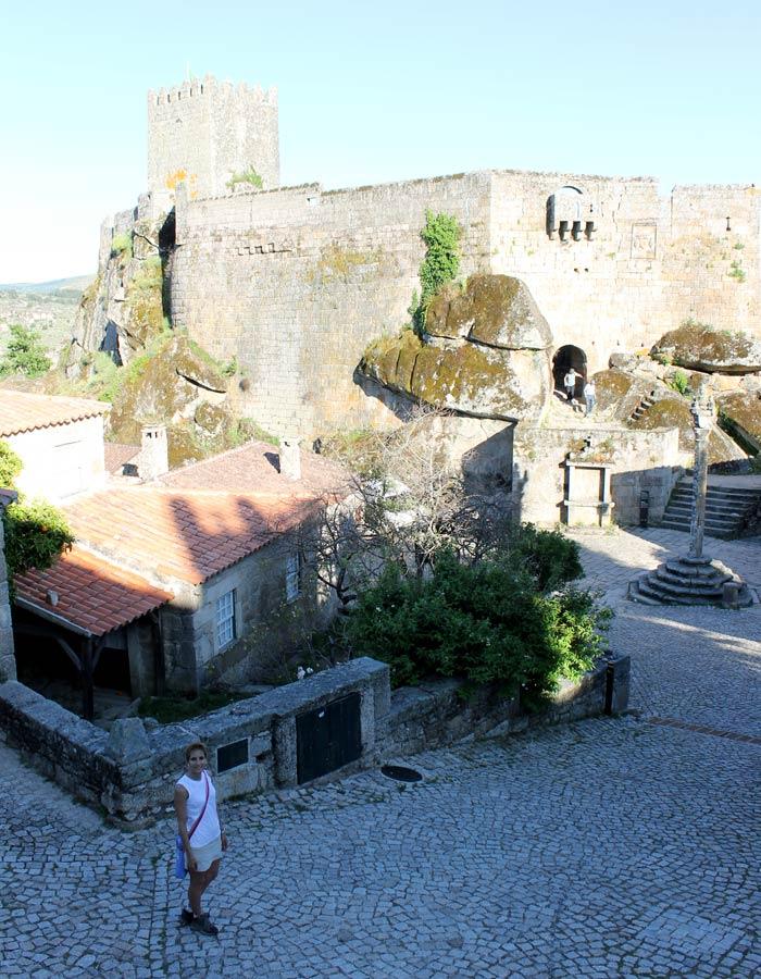 Estefanía, paseando por Sortelha Portugal