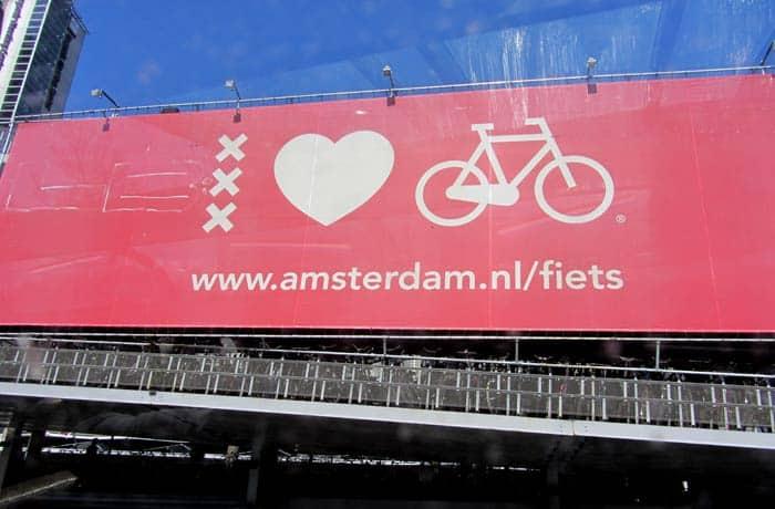 Aparcamiento para bicicletas en Ámsterdam cerca de Centraal Station