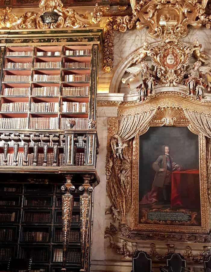 Interior de la Biblioteca Joanina qué ver en Coímbra