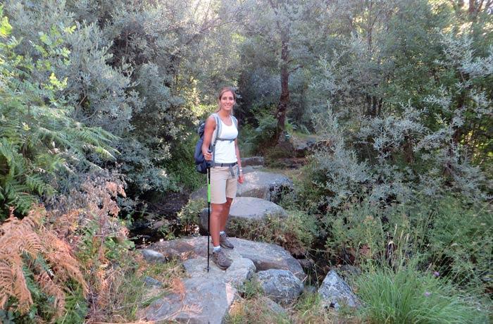 Estefanía en los primeros compases de la ruta del cañón del Tera